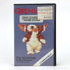 Videojuegos y Consolas: GREMLINS LA AVENTURA ESTUCHE ERBE CASTELLANO / BRIAN HOWARTH GIZMO CBM COMMODORE 64 128 C64 CASSETTE. Lote 231957795