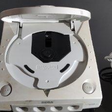 Videojuegos y Consolas: CONSOLA DREAMCAST CON 2 MANDOS , VISUAL MEMORY Y RUMBLE PACK. Lote 236025850