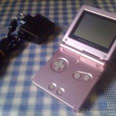 Videojuegos y Consolas: CONSOLA NINTENDO GAMEBOY ADVANCE GBA SP CON CARGADOR Y EN GENIAL ESTADO ROSA. Lote 32906093