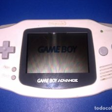 Videojuegos y Consolas: GAME BOY ADVANCE BLANCA (CON TAPA DE PILAS ROTA). Lote 100238971