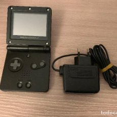 Videojuegos y Consolas: NINTENDO GAME BOY ADVANCE SP - COLOR NEGRO + CARGADOR - FUNCIONA PERFECTAMENTE. Lote 151200422