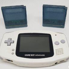 Videojuegos y Consolas: CONSOLA GAME BOY ADVANCE BLANCA CON DOS CARTUCHOS CON 32 JUEGOS NINTENDO. Lote 186221227
