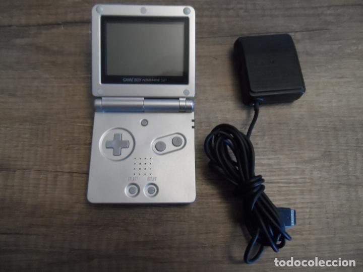 CONSOLA GAMEBOY ADVANCE SP PLATA AGS-001 + CARGADOR (Juguetes - Videojuegos y Consolas - Nintendo - GameBoy Advance)