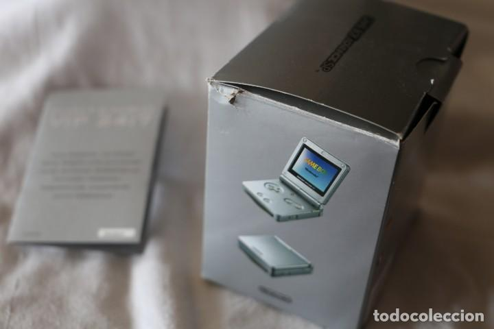 Videojuegos y Consolas: CAJA GAME BOY ADVANCE SP COLOR PLATA 2003 CON FOLLETO INVITACION VIP 24:7 CAJA VACIA - Foto 3 - 199802941