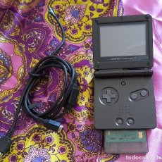 Videojuegos y Consolas: CONSOLA ADVANCE GAME BOY SP CON JUEGO V-RALLY CONSOLA NINTENDO COLOR NEGRO. Lote 263711135