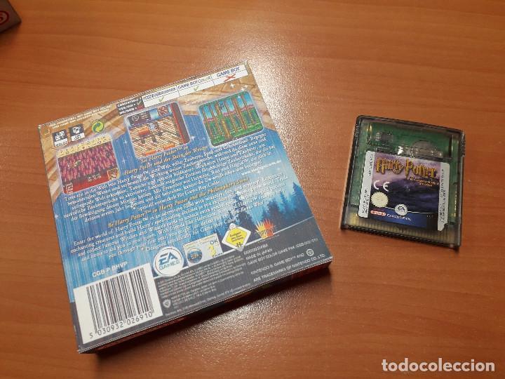 Videojuegos y Consolas: 08-00268 GAME BOY COLOR - HARRY POTTER Y LA PIEDRA FILOSOFAL ( CON CAJA CASERA) - Foto 2 - 134869906