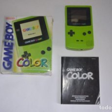 Videojuegos y Consolas: CONSOLA GAME BOY COLOR 1999 NINTENDO POKÉMON AMARILLO HARRY POTTER TOCA TOURING CAR CAJA VERDE. Lote 139837242