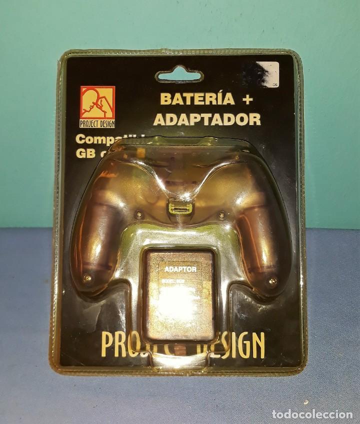 BATERIA + ADAPTADOR COMPATIBLE CONSOLA GAME BOY COLOR ORIGINAL A ESTRENAR VER FOTOS Y DESCRIPCION (Juguetes - Videojuegos y Consolas - Nintendo - GameBoy Color)