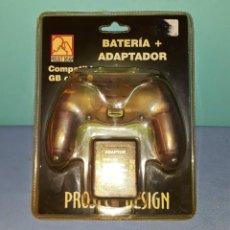 Videojuegos y Consolas: BATERIA + ADAPTADOR COMPATIBLE CONSOLA GAME BOY COLOR ORIGINAL A ESTRENAR VER FOTOS Y DESCRIPCION. Lote 145747050