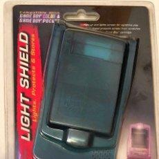 Videojuegos y Consolas: LIGHT SHIELD - PROTECTOR, LUZ Y PORTA JUEGOS - NINTENDO GAMEBOY COLOR Y/O POCKET [NUEVO / BLISTER]. Lote 213896812