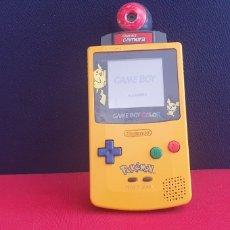 Videojuegos y Consolas: NINTENDO GAME BOY COLOR POKEMON +CAMARA FUNCIONA.LE FALTA LA TAPA. Lote 275660838