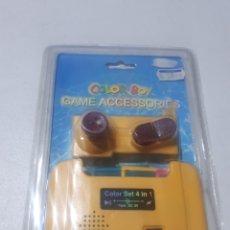 Videojuegos y Consolas: ACCESORIO GAMEBOY GAME BOY COLOR 4 EN 1 AMPLIFICADOR DE SONIDO, MANDO, VIBRACIÓN Y RECARGA PILAS. Lote 286174683