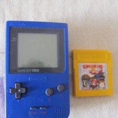 Videojogos e Consolas: M69 CONSOLA NINTENDO GAME BOY POCKET EN AZUL CON JUEGO DONKEY KONG LAND INCLUIDO FUNCIONANDO. Lote 43834718