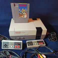Videojuegos y Consolas: CONSOLA NINTENDO NES DE 1986 CON TODO EL CABLEADO,JUEGO MARIO X Y 2 MANDOS. Lote 288080803