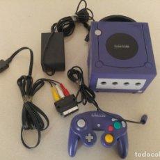 Videojuegos y Consolas: NINTENDO GAMECUBE MORADA CON CABLE Y MANDOS , FUNCIONA OK.. Lote 194115430