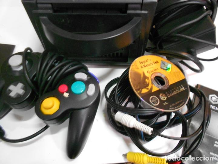 Videojuegos y Consolas: ANITGUA CONSOLA GAMECUBE CON ACCESORIOS VARIOS, JUEGO Y CAJA - Foto 2 - 201494406