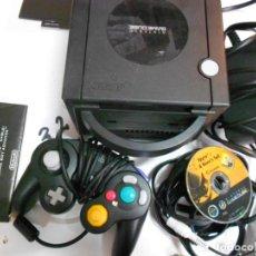 Videojuegos y Consolas: ANITGUA CONSOLA GAMECUBE CON ACCESORIOS VARIOS, JUEGO Y CAJA. Lote 201494406