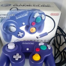 Videojuegos y Consolas: NINTENDO GAMECUBE GAME CUBE ORIGINAL CONTROLLER GAME PAD BOXED PURPLE EUROPE LILA CAJA. Lote 228100045
