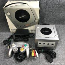 Videojuegos y Consolas: CONSOLA NINTENDO GAME CUBE GRIS JAP CON CAJA. Lote 277309173