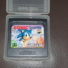 Videojuegos y Consolas: JUEGO ORIGINAL SEGA GAME GEAR SONIC THE HEDGEHOG CON FUNDA ORIGINAL. Lote 243307320