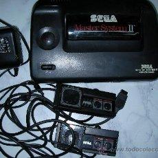 Videojuegos y Consolas: ANTIGUA CONSOLA SEGA MASTER SYSTEM II POWER BASE CON MANDOS Y TRANSFORMADOR. Lote 26099612