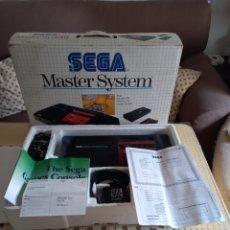 Videojuegos y Consolas: MASTER SYSTEM COMPLETA CON SUS MANUALES Y TODOS SUS CABLES SOLO FALTA LOS MANDOS PERFECTA LEER. Lote 255984330