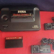 Videojuegos y Consolas: CONSOLA SEGA MASTER SYSTEM II CON 2 MANDOS Y JUEGO Y CARGADOR SIN PROBAR. Lote 268306154