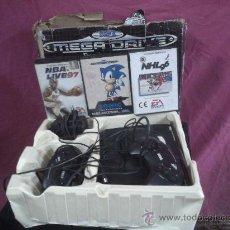 Videojuegos y Consolas: CONSOLA SEGA MEGA-DRIVE ( EN CAJA ORIGINAL ) COMPLETA Y TRES JUEGOS VER FOTOS. Lote 104010516