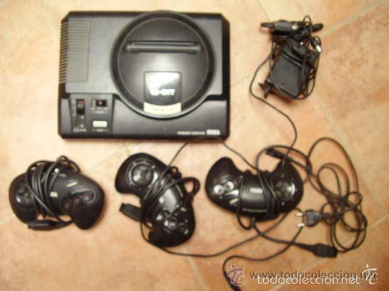 MEGADRIVE DE SEGA 16 BIT Y TRES MANDOS (Juguetes - Videojuegos y Consolas - Sega - MegaDrive)