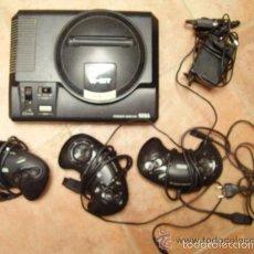 Videojuegos y Consolas: MEGADRIVE DE SEGA 16 BIT Y TRES MANDOS. Lote 56050959