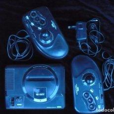Videojuegos y Consolas: VIDEO CONSOLA SEGA MEGA DRIVE CON DOS MANDOS Y ADAPTADOR DE CORRIENTE. Lote 80755862