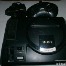 Videojuegos y Consolas: CONSOLA SEGA MEGADRIVE 1 CON DOS MANDOS ORIGINALES, CARGADOR Y CABLE AV. Lote 105434471