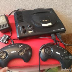 Videojuegos y Consolas: CONSOLA MEGADRIVE MEGA DRIVE DE SEGA 2 MANDOS Y CABLES CARGADOR FUNCIONANDO ANTENA 16 BIT. Lote 107083463