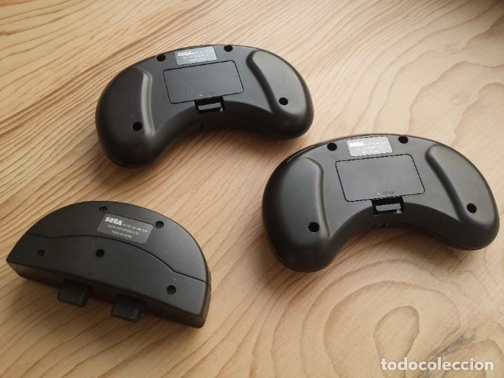 Videojuegos y Consolas: 2X Mando inalámbrico SEGA Mega Drive + receptor - Foto 2 - 218575653