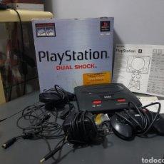 Videojuegos y Consolas: MAQUINA SEGA MEGA DRIVE II COMPLETA MAS CAJA PLAYSTATION E INSTRUCCIONES AÑOS 80. Lote 295492968