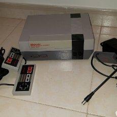 Videojuegos y Consolas: CONSOLA NINTENDO NES CON TODOS SUS CABLES, 2 MANDOS, FUNCIONA CORRECTAMENTE. Lote 82841198