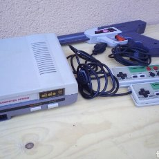 Videojuegos y Consolas: CONSOLA VIDEOCOSOLA CLONICA NINTENDO NES FUNCIONANDO CON 700 JUEGOS EN LA MEMORIA. Lote 84365090