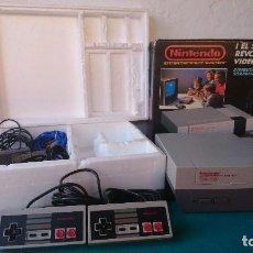 Videojuegos y Consolas: CONSOLA NES NINTENDO COMPLETA EN CAJA CON CORCHOS FUNCIONA. Lote 93951670