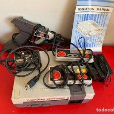 Videojuegos y Consolas: CONSOLA NES CLONICA + PISTOLA + 2 MANDOS. Lote 178993892