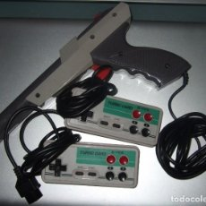 Videojuegos y Consolas: PISTOLA Y MANDOS TURBO CARD PARA NINTENDO NAS CLONICA DE LA NES. Lote 194290526