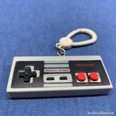 Videojuegos y Consolas: LLAVERO MANDO NINTENDO NES - 7CM X 3CM. Lote 217070342