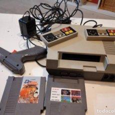 Videojuegos y Consolas: M-2 NINTENDO NES CONSOLA CON ACCESORIOS Y DOS JUEGOS SIN COMPROBAR LAS DE FOTO. Lote 232727875