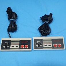 Videojuegos y Consolas: JUEGO DE MANDOS PARA NINTENDO NES. Lote 268255179