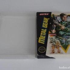 Videojuegos y Consolas: NINTENDO NES - METAL GEAR VER. USA + FUNDA PROTECTORA PARA CAJA EXTERIOR. Lote 297099788