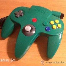 Videojuegos y Consolas: MANDO JOYSTICK CONTROLADOR PARA LA CONSOLA NINTENDO 64 N64 COLOR VERDE FUNCIONANDO CORRECTAMENTE. Lote 38761364