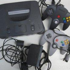 Videojuegos y Consolas: CONSOLA NINTENDO 64 CON DOS MANDOS.. Lote 123189603