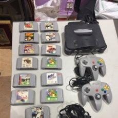 Jeux Vidéo et Consoles: CONSOLA NINTENDO 64 COMPLETA MANDOS CABLES Y 13 JUEGOS- VER LAS IMÁGENES. Lote 191018492