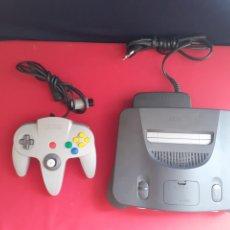 Videojuegos y Consolas: CONSOLA NINTENDO 64 CON 1 MANDO . NO ESTA PROBADA. Lote 210205675