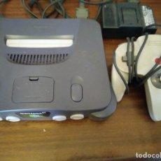 Videojuegos y Consolas: NINTENDO 64 CON UN MANDO Y CABLEADO. Lote 215191541