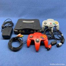 Videojuegos y Consolas: CONSOLA NINTENDO 64 + MANDOS +CABLES + TRANSFER PAK - FUNCIONA CORRECTAMENTE. Lote 221602980